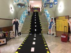 escalera blanca aeropuerto